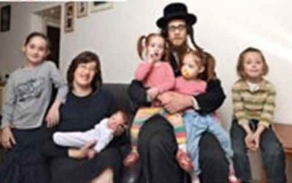 לומדים, עובדים, מדברים: הצצה לחיי 4 משפחות חרדיות