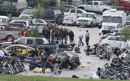 קרב יריות בין כנופיות במתחם קניות הומה אדם בטקסס: לפחות תשעה אופנוענים נהרגו ניו יורק טיימס