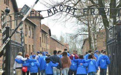 """מאת יואב איתיאל""""האנטישמיות זוקפת את ראשה"""": אלפים ישתתפו במצעד החיים באושוויץ"""