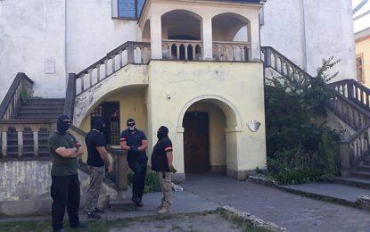 קרקוב: בריונים רעולי פנים מנעו כניסה לבית הכנסת העתיק מאת איתמר אייכנר