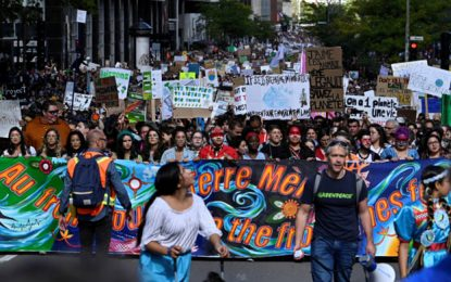 """שות""""זאת רק ההתחלה"""": מאות אלפים השתתפו בצעדת האקלים במונטריאול"""